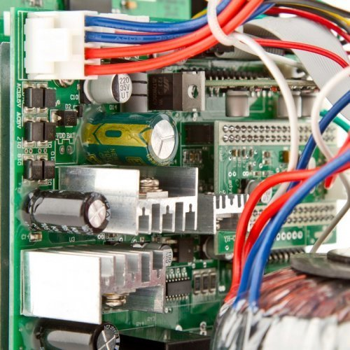 ИБП Logic Power с правильной синусоидой 12V LPY-B-PSW-1500VA+(1050Вт) 10A/15A